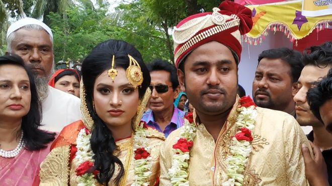 Bangladesh bride walks into groom's home in stand for women's rights