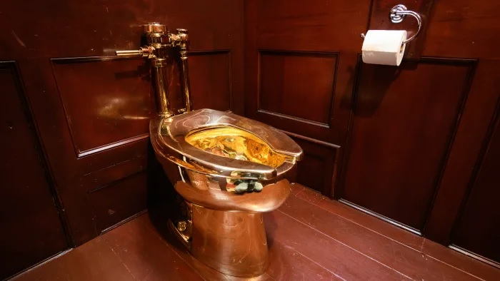 Solid Gold Toilet Stolen From Winston Churchill's Family Palace