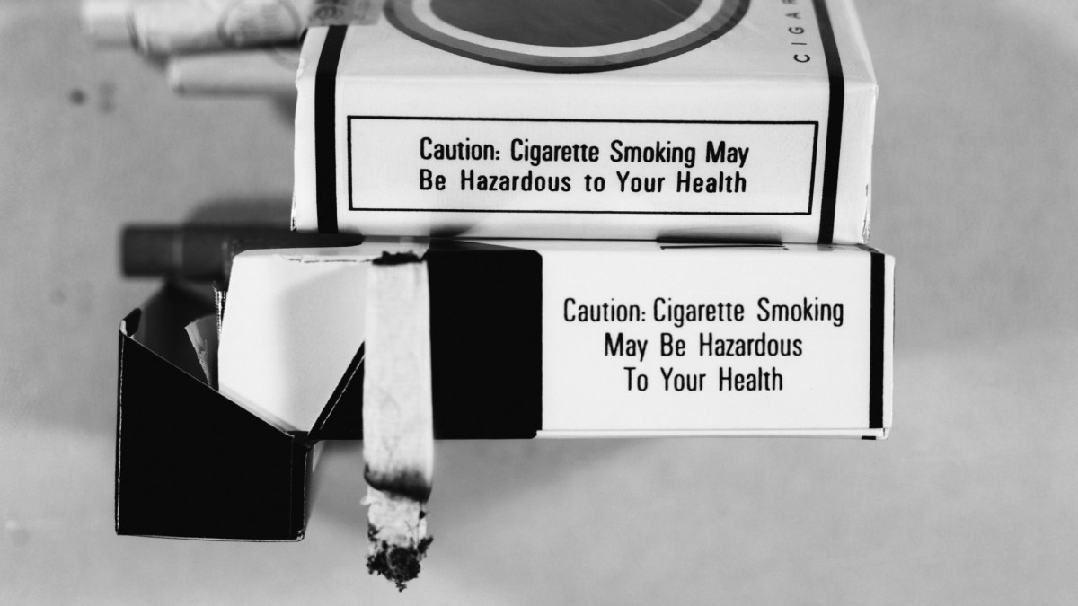 U.S. Surgeon General Announces Link Between Smoking and Cancer