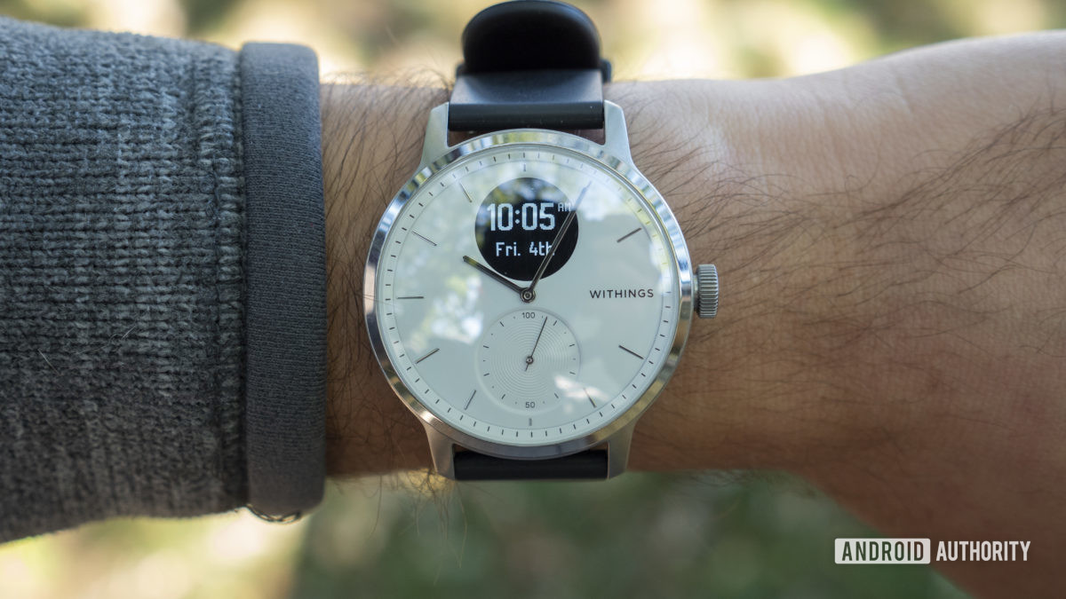 withings scanwatch review clock face time on wrist 3