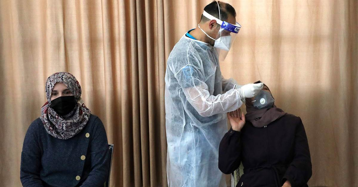 Israel to give 5,000 coronavirus vaccines to Palestinian doctors