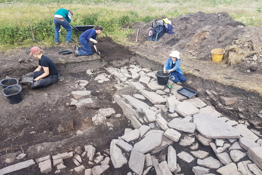 Archaeologists Unearth Viking Drinking Hall on Scottish Island