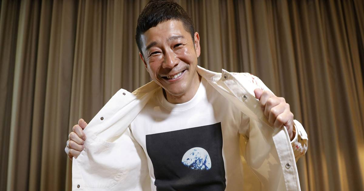Fly you to the Moon? Japanese billionaire seeks 8 people for space voyage