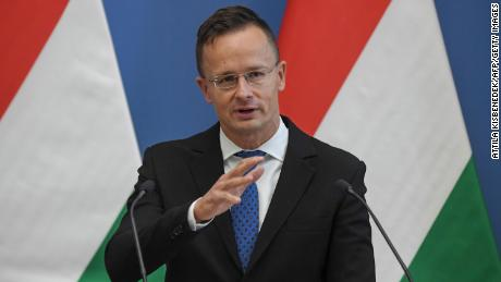 Hungary & # 39;  Peter's Minister of Foreign Trade and Szijjarto talks by a joint press conference in 2020.