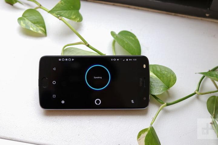 Moto Mod with Amazon Alexa speaking