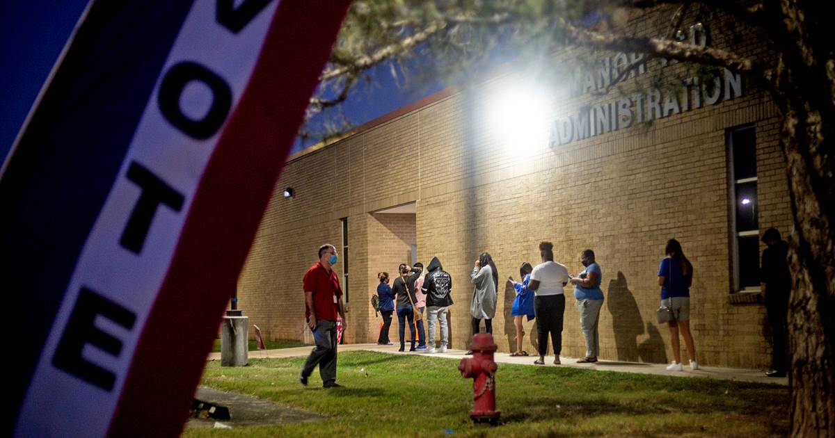 Texas lawmakers advance restrictive election bill