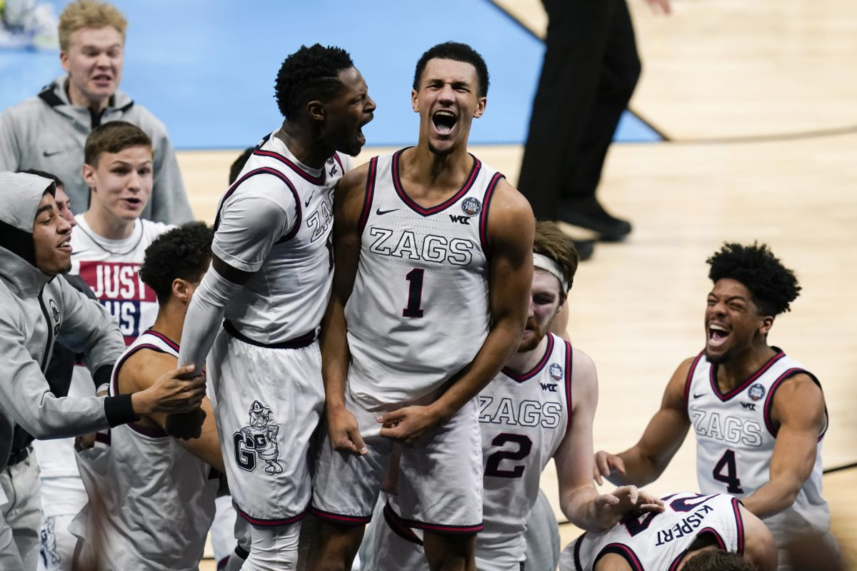 Suggs hits buzzer-beater in overtime, Gonzaga tops UCLA 93-90 - College Basketball