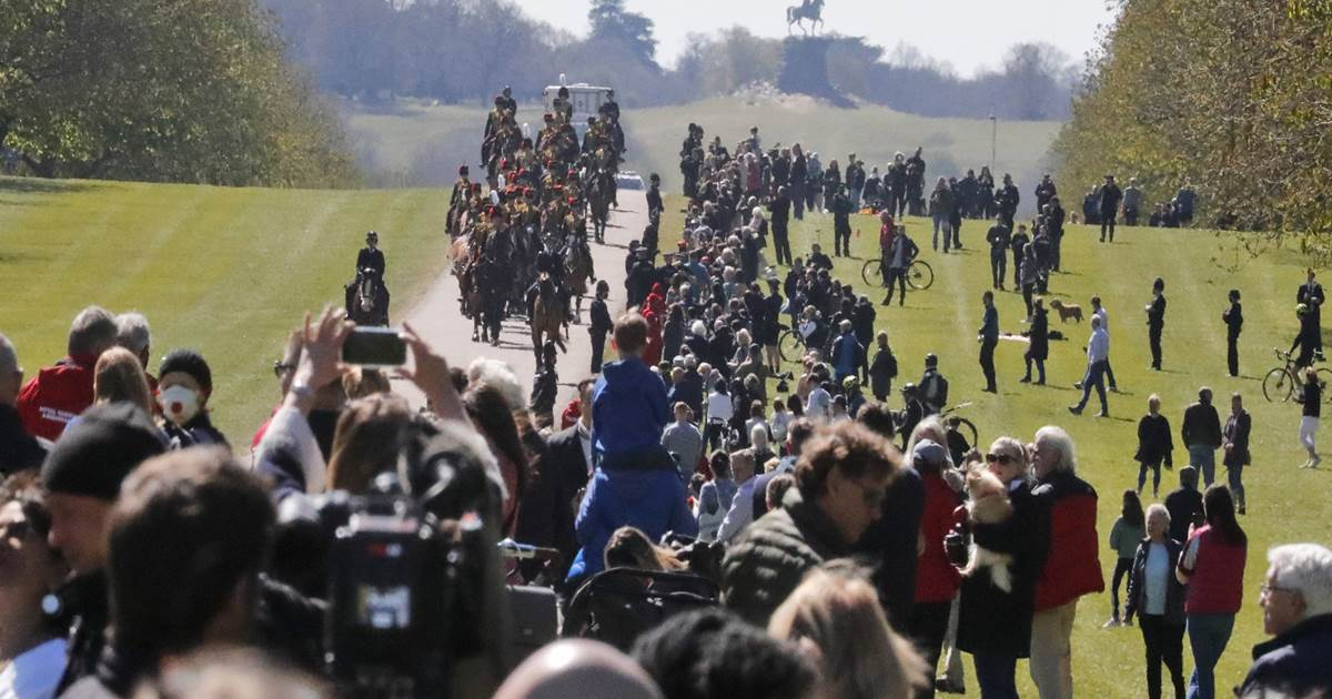 Royal fans and Windsor locals turn out to pay tribute, despite Covid
