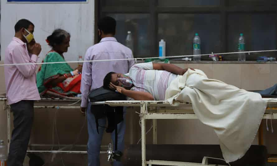 Covid -19 patients in Delhi, India wait for beds outside a GTB hospital