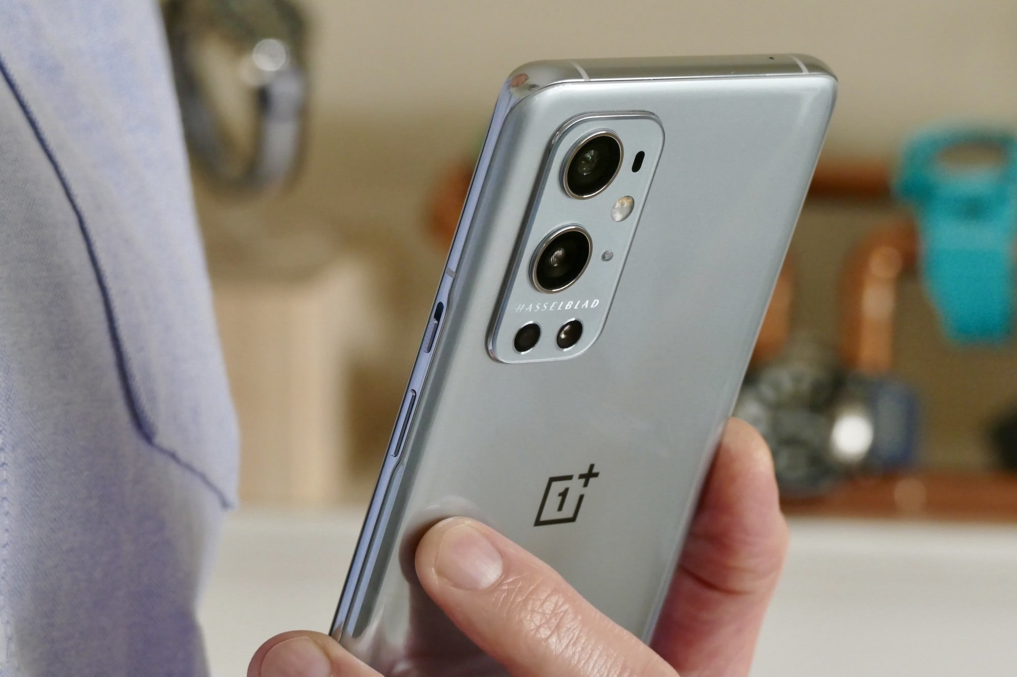 oneplus 9 pro review camera hand