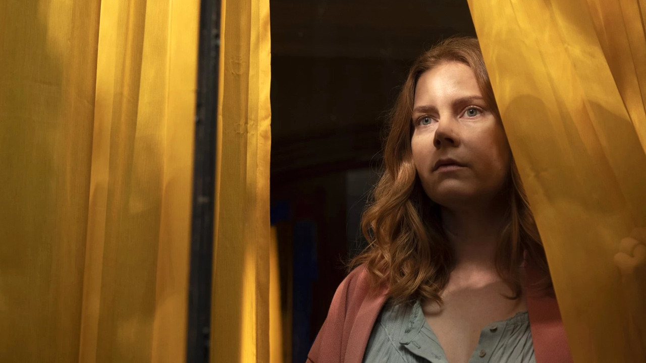 The Woman in the Window on Netflix: what is this Hitchcockian thriller with Amy Adams?  - Cinema News