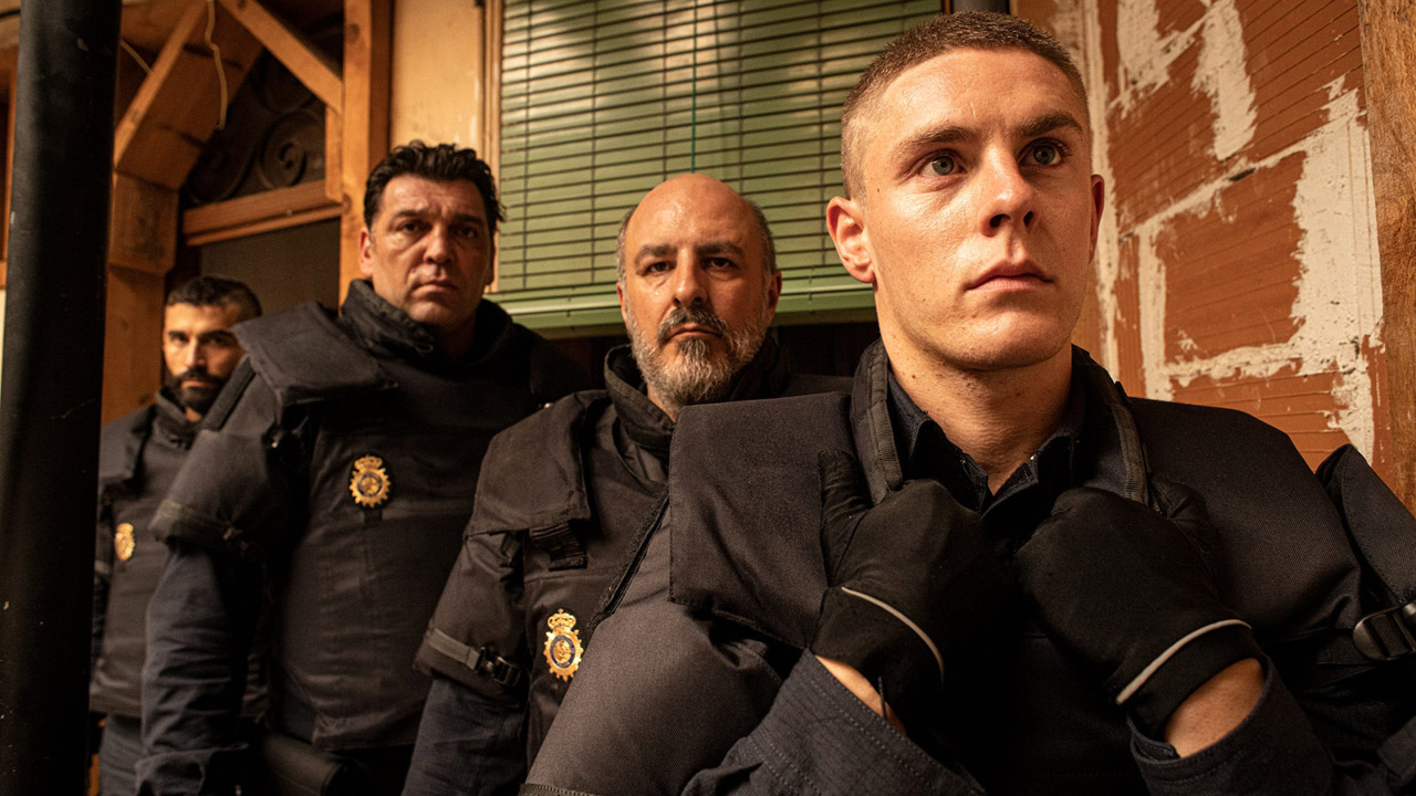 """Antidisturbios on Canal +: """"I filmed the riot police because they are the least known in fiction and the most intimidating"""" - News Séries on TV"""