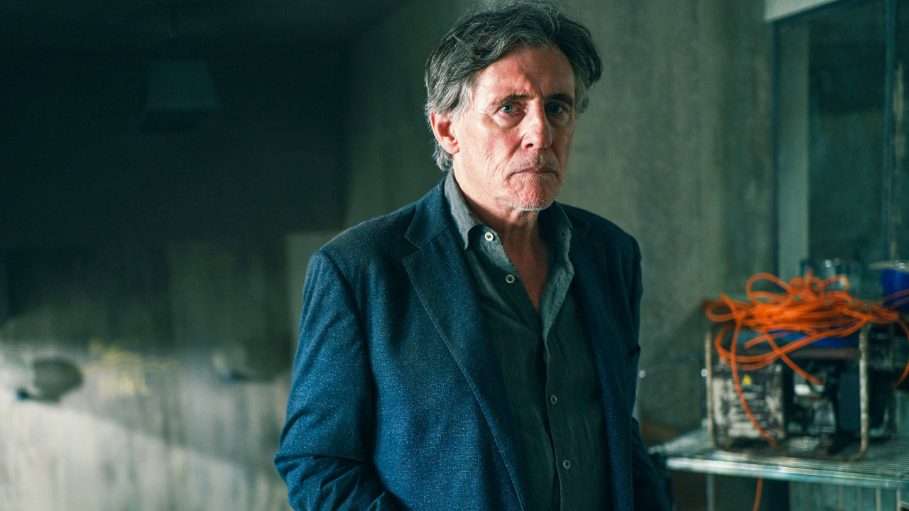 """War of the Worlds on Canal +: """"The real threat does not come from aliens, it comes from humanity"""" for Gabriel Byrne - News Séries on TV"""