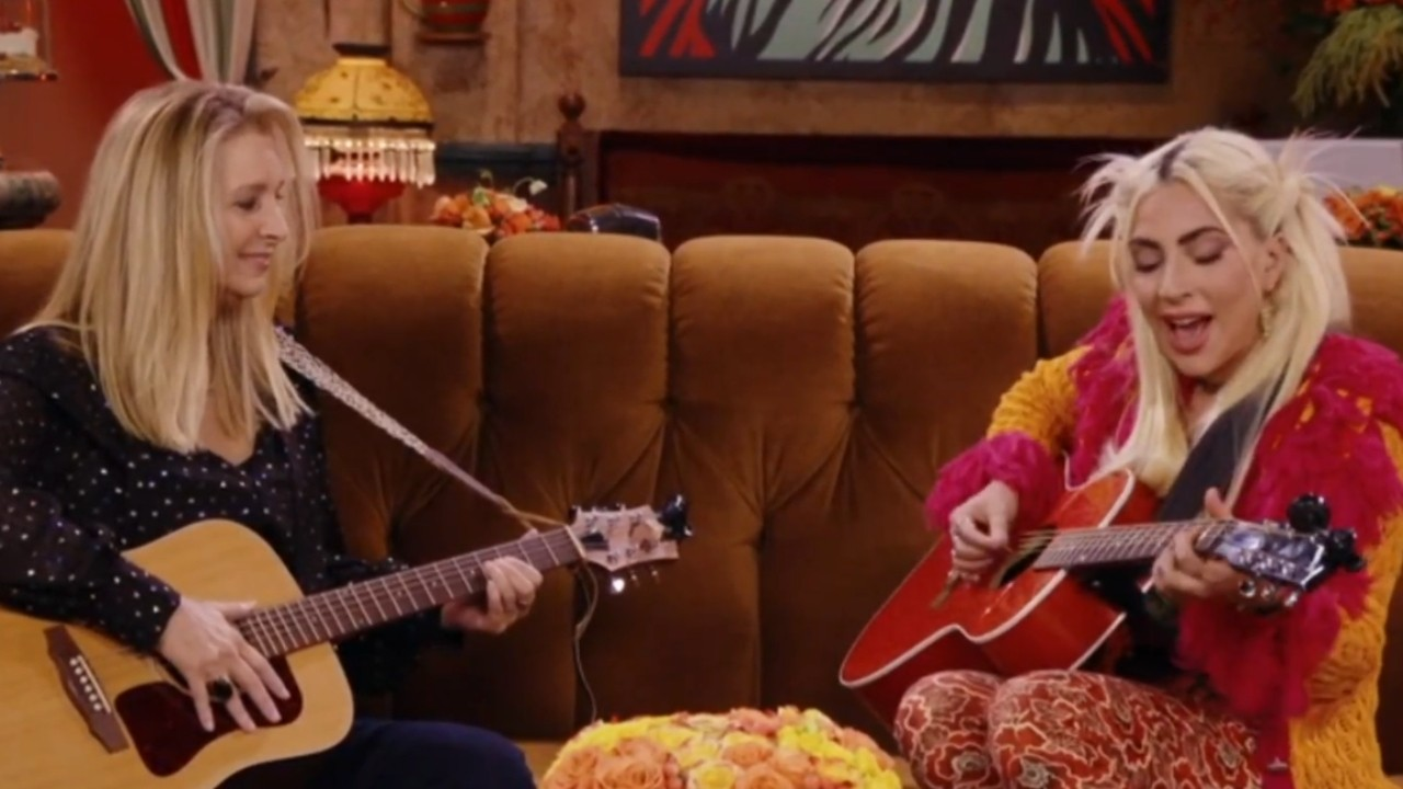 Friends the Reunion: Lisa Kudrow and Lady Gaga cover Smelly Cat in the reunion episode - News Series on TV