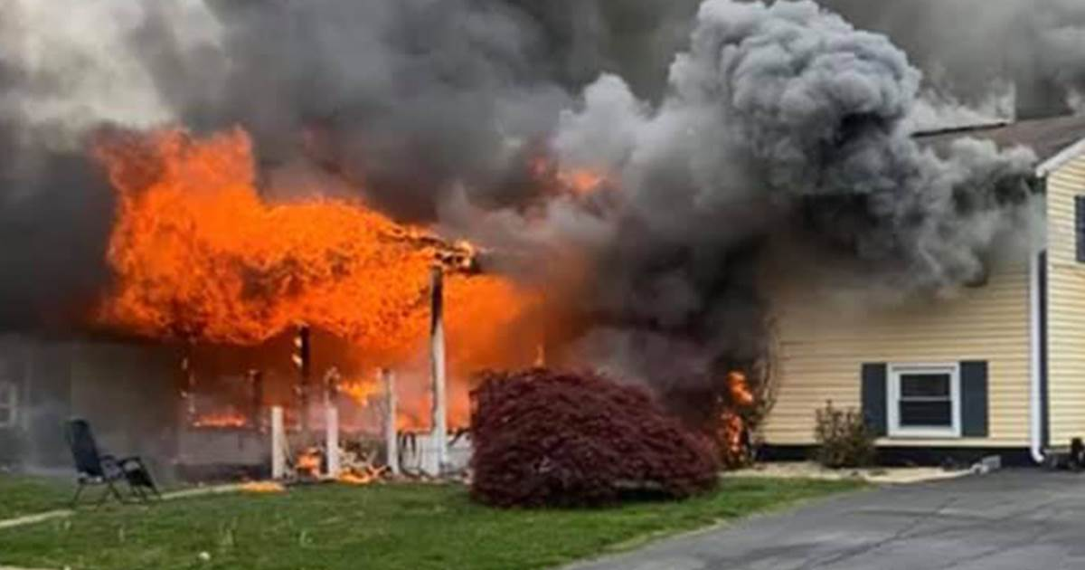 Woman allegedly sets home on fire with person still inside, watches it burn from lawn chair