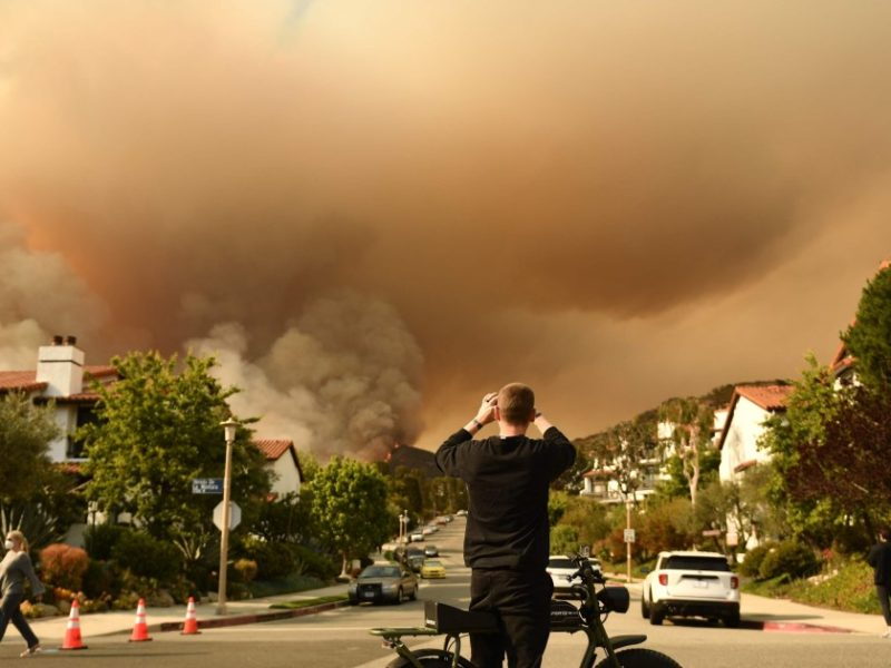 'Suspicious' brushfire in Los Angeles grows to more than 1,300 acres