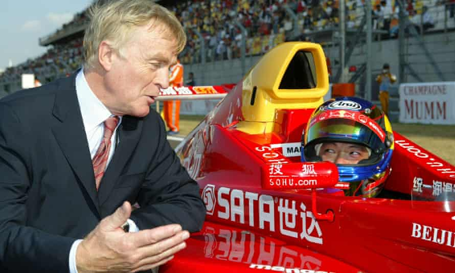 Max Mosley with Hong Kong driver Marchy Lee in Shanghai in 2004.