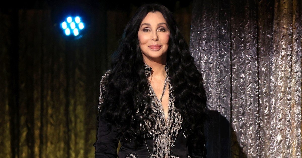 Cher biopic from 'Mamma Mia!' producers, 'Forrest Gump' screenwriter in the works