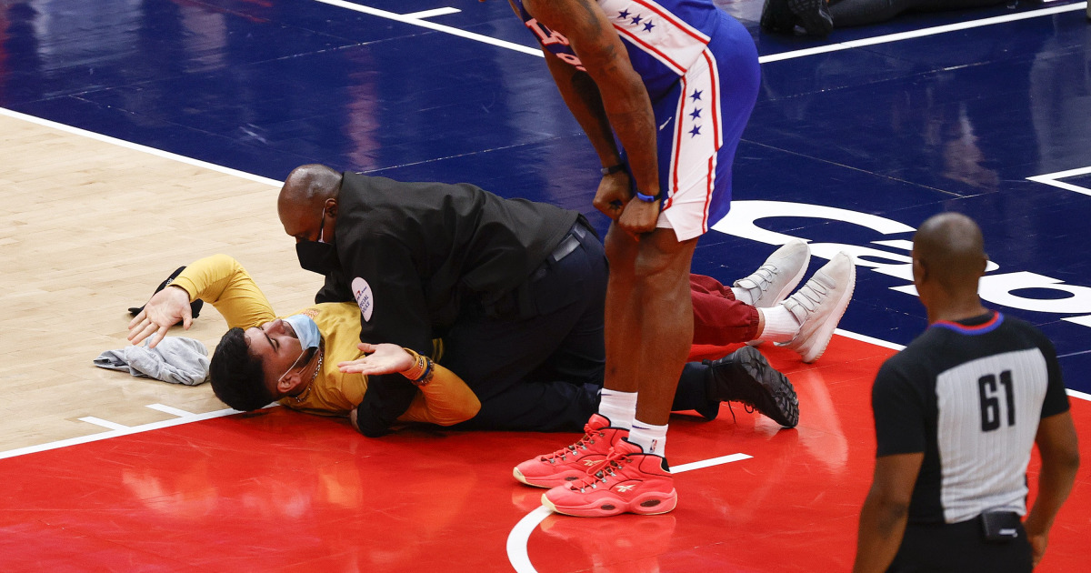 Man tackled, banned after running on court during Wizards-Sixers playoff game