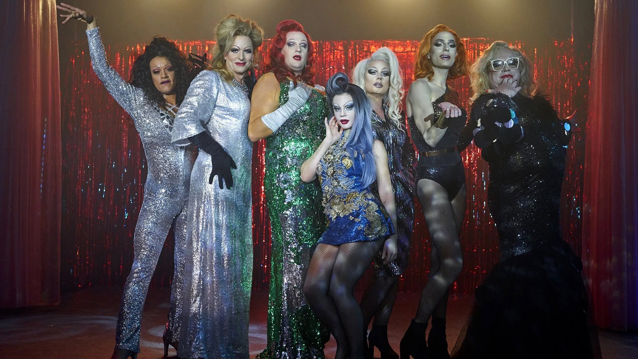Dance with the queens on Netflix: what is this movie about a girl in the universe of drag queens?  - Cinema News