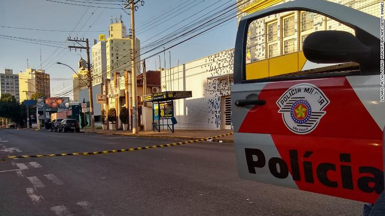 Brazil robbers set up hostages to strapped hostages in getaway cars