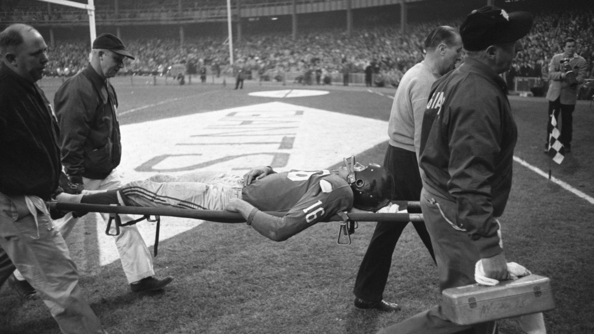 When Frank Gifford Was Knocked Out by One of the Most Vicious Tackles in NFL History