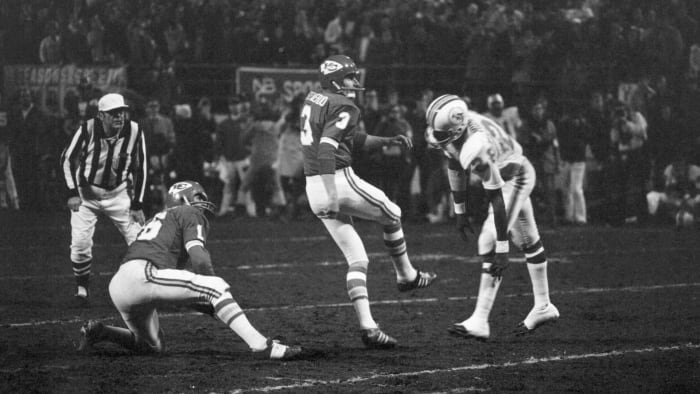 Jan Stenerud's winning field goal attempt in the fourth quarter was wide on the right.